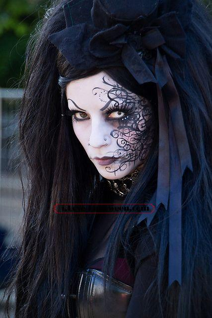 halloween-colored-contacts-makeup (12)